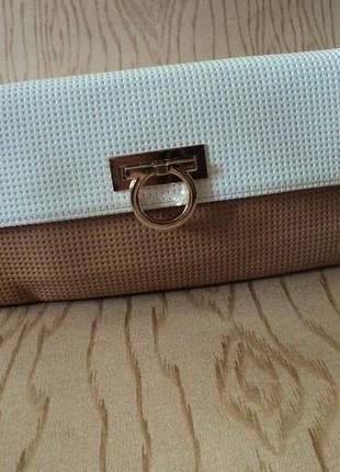 Новая сумка клатч длинной ручкой маленькая через плечо кожзам белая бежевая кожа кроссбоди