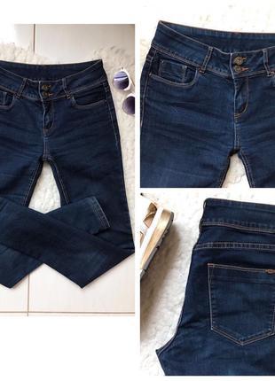 Стильные джинсы скинни на высокой талии