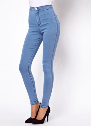 Светлые джинсы скини с завышенной посадкой