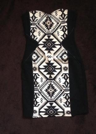 Крутое платье мини в геометрический принт