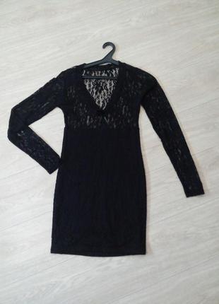 Женское чёрное гипюровое облегающее платье с длинным рукавом