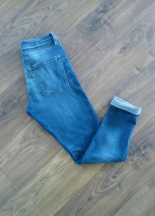 Сині фірмові завужені джинси з порізаними колінами (topshop moto)