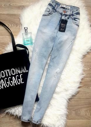 Джинсы скинни с завышенной посадкой, джинсы с потертостями голубого цвета, скинни denim co