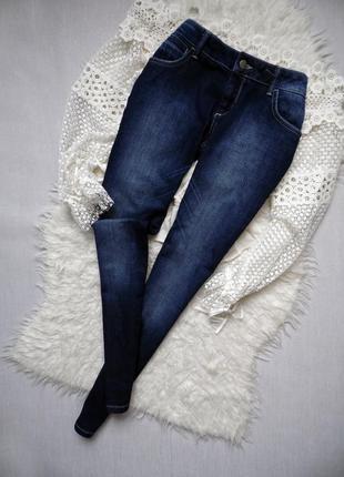 Классные джинсы бойфренд с элементами вышивки