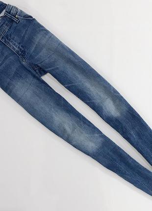 Вывареные стрейчевые джинсы скинни от h&m