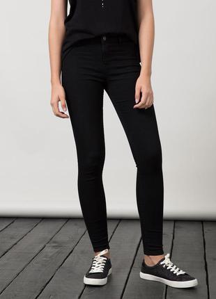 Базовые черные джинсы скинны