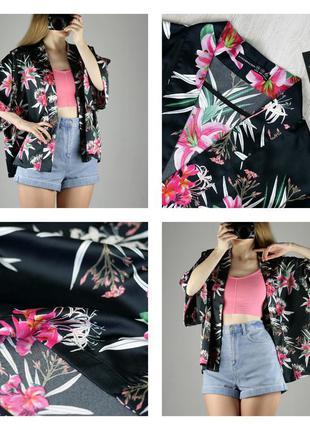 Черное кимоно в лилии