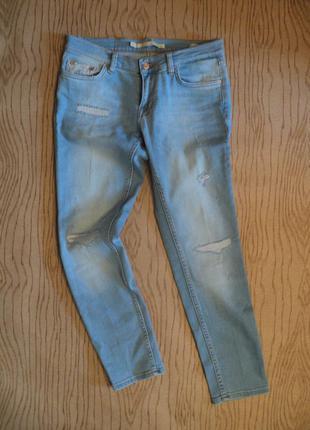 Новые джинсы бойфренд zara рваные тертые 7/8 укороченные голубые светлые mom мом тёртые