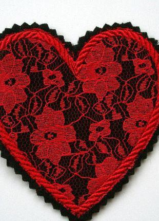 Нашивка на одежду сердце кружево