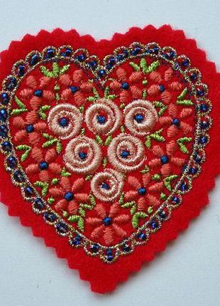Нашивка на одежду сердце бисер