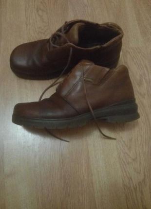 Коричневые кожаные ботинки clarks