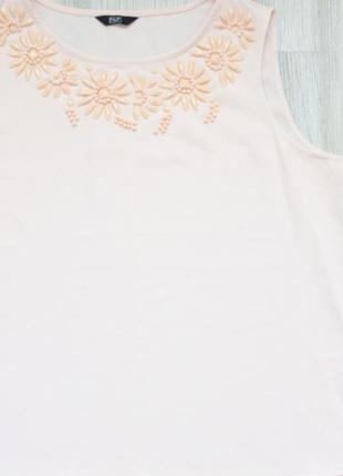 Нарядная, базовая блузка с камнями и цветочным декором