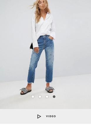 Срочно укороченные плотные мом бойфренд джинсы с камнями на высокой посадке