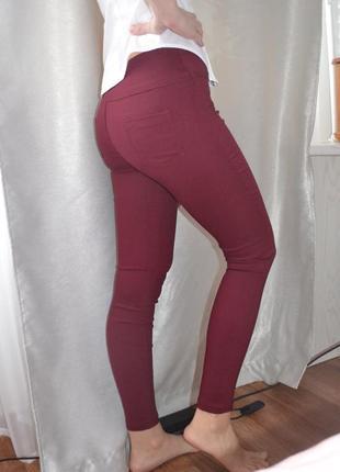 Бордовые джинсы-лосины