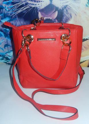 Стильная красная сумочка от dorothy perkins,идеальное состояние