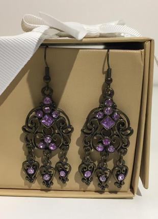 Серьги висюльки с фиолетовыми камнями