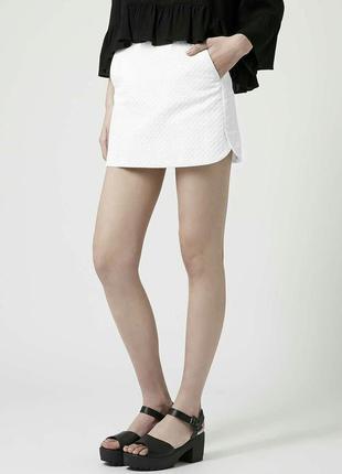 Белая мини юбка бедровка