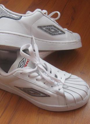 Фирменные женские кросовки umbro