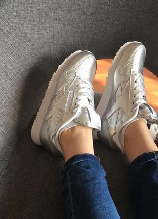 Кроссовки серебряные в стиле reebok classic