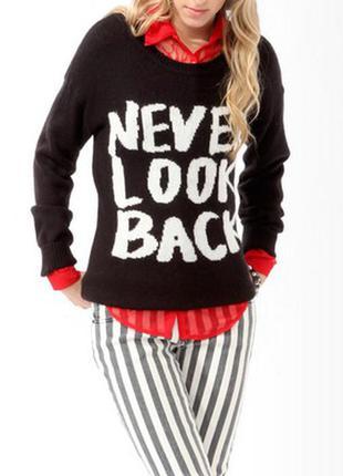 Чёрный свитер с надписью принтом