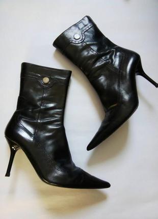39р/26 роскошные презентабельные черные кожаные ботинки италия,классические,полу-сапожки.