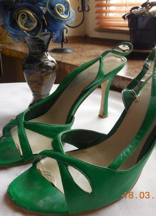 Босоножки зелёные.