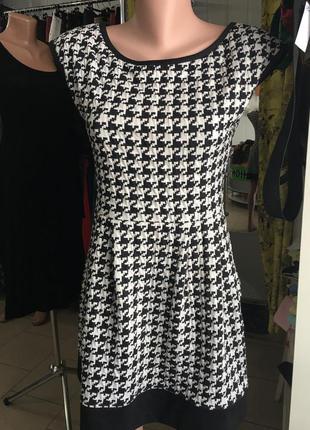 Стильне та тепле плаття на короткий рукав