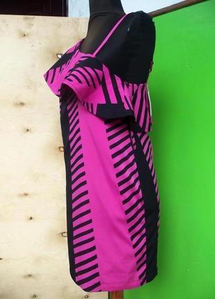 Коктейльное платье с баской на одно плечо геометрический принт twist s tango3