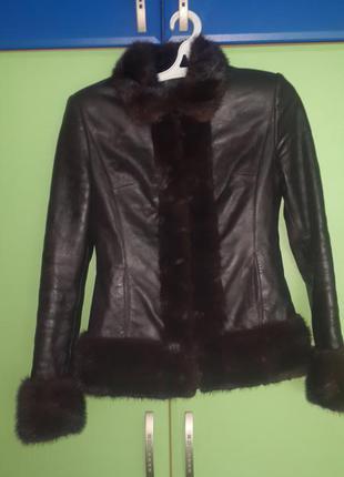 Продам отличную кожаную курту с отделкой из норки