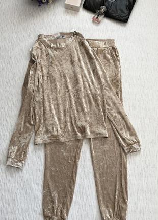 Велюровый костюм красивого бежевого цвета