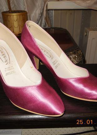 Туфли розовые атлас.