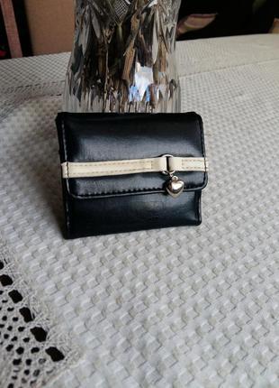 Красивый черный кошелек фирмы dorothy perkins