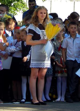 Школьная форма с фартуком.