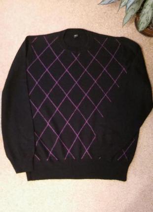Черный шерстяной свитер с ромбами