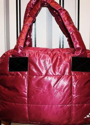 Стильная спортивная женская сумка.