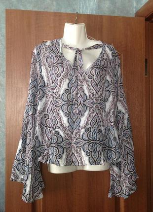 Белая стильная  блузка блуза atmosphere в красивые узоры с чокером р.16 xxl