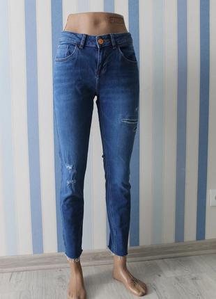 Продам актуальные джинсы обрезанные внизу от фирмы river island