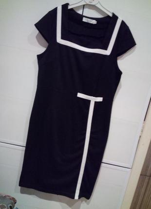 Красивае строгое платье-класика