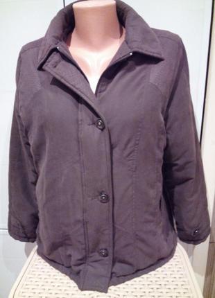 Легкая, теплая, комфортная курточка коричневого цвета