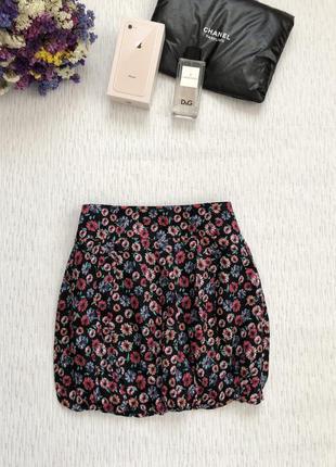 Хорошенькая короткая юбка в мелкие разноцветные цветочки с молнией1 фото