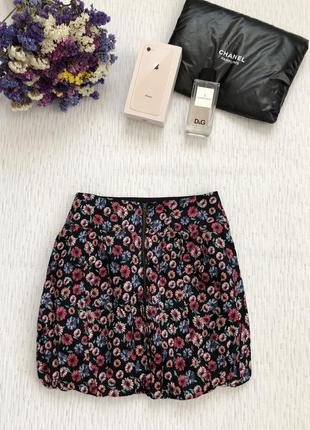 Хорошенькая короткая юбка в мелкие разноцветные цветочки с молнией2 фото