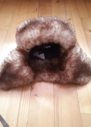 Меховая шапка-ушанка из ламы.