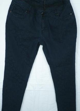 Charles voegele стильные джинсы тёмно-синего цвета с принтом
