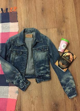 Короткая джинсовая куртка levis
