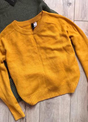 Тёплый горчичный свитерок