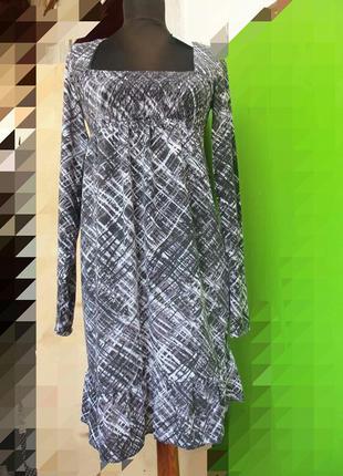 Повседневное трикотажное платье под грудь с длинным рукавом с геометрическим принтом xs/s