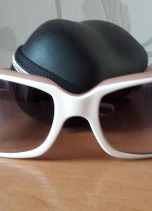 Снизила цену!стильные очки с градиентом