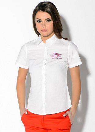 Стильная белая рубашка с  коротким рукавом  70% хлопок.