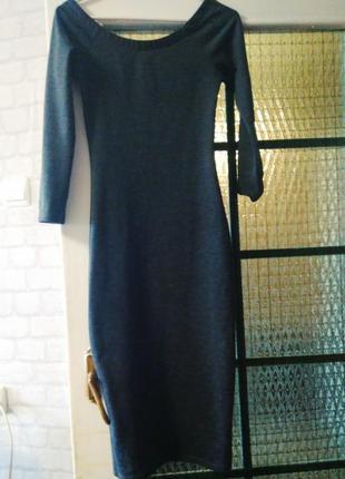 Силуэтное темно-серое миди платье zara s
