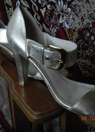 Босонжки золотисто-серебряного цвета